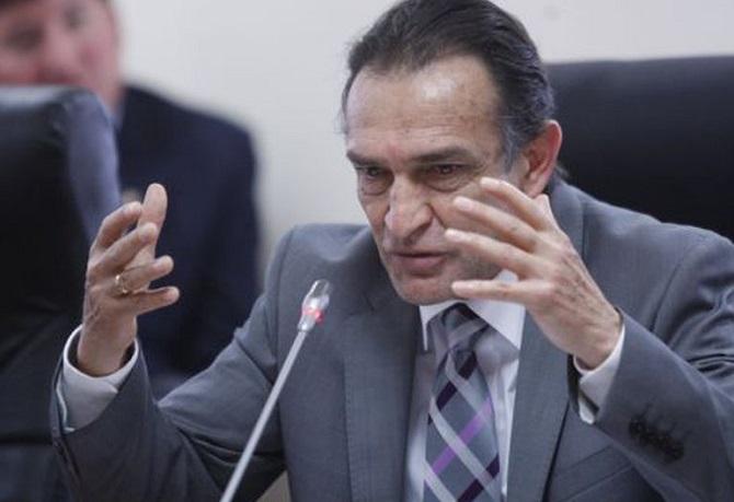 Fiscalía pide 36 meses de impedimento de salida del país para Héctor Becerril