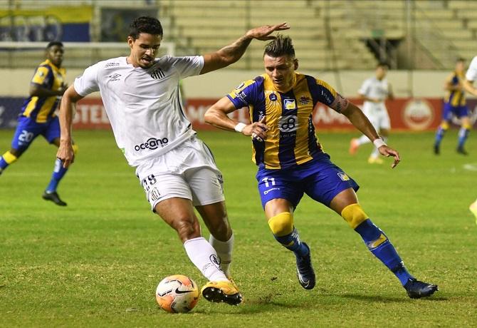 Delfín cayó en Manta 1-2 ante Santos y está casi eliminado