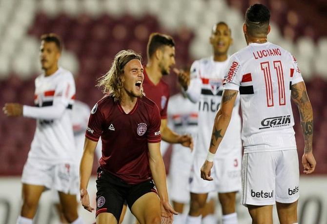 Lanús le dio vuelta al marcador y terminó venciendo agónicamente 3-2 a Sao Paulo
