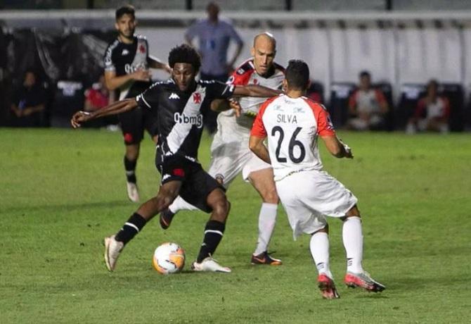 Vasco da Gama sufrió más de la cuenta para vencer en casa 1-0 a Caracas
