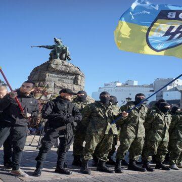 Grupo paramilitar neonazi de Ucrania usó Instagram y Facebook para conseguir ingresos económicos