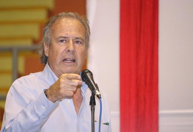 Alfredo Barnechea renunció a su precandidatura presidencial por Acción Popular