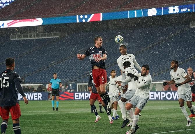 Edison Flores dio dos asistencias pero DC United no pudo ante New England Revolution