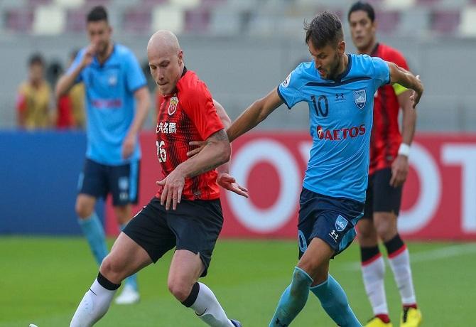 Sydney FC no pudo mantener la ventaja y terminó perdiendo 1-2 ante Shanghai SIPG