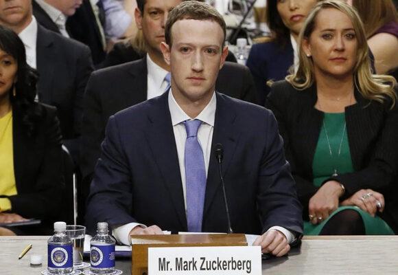 Administración de Trump demanda a Facebook por discriminar trabajadores estadounidenses