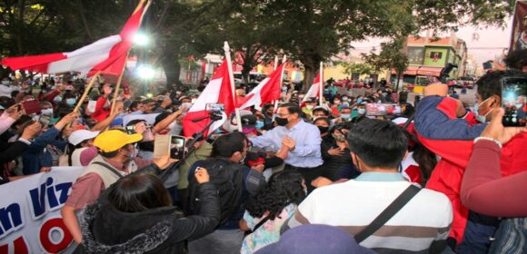 Martín Vizcarra fue ovacionado y recibido con aplausos en Moquegua