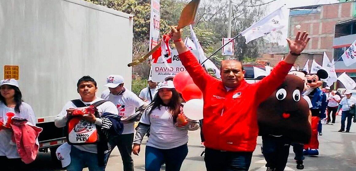 Alcalde de Acción Popular fue denunciado por contratar a su pareja en la municipalidad