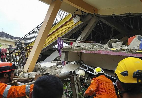 Terremoto de 6,2 grados deja más de 42 muertos y cientos de heridos en Indonesia