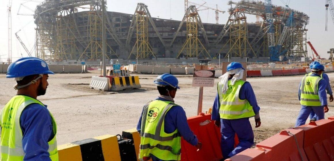 Más de 6,500 trabajadores migrantes han muerto en las obras para el Mundial de Qatar