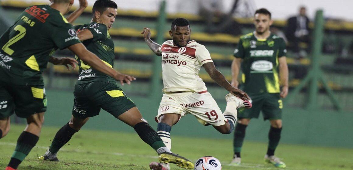 Universitario fue goleado 3-0 por Defensa y Justicia y sufrió su segunda derrota consecutiva