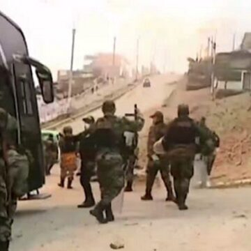 Numeroso contingente policial realizó desalojo de invasores de Lomo de Corvina en Villa el Salvador