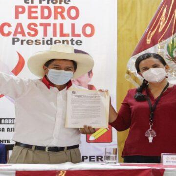 Pedro Castillo suscribió acuerdo electoral de diez puntos con Verónika Mendoza