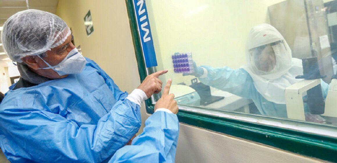 Presidente Sagasti visitó el laboratorio de Biomedicina del Instituto Nacional de Salud en Chorrillos