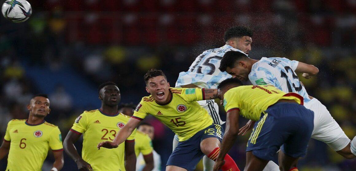 Colombia rescató un punto en casa ante Argentina tras empatar 2-2 con gol agónico