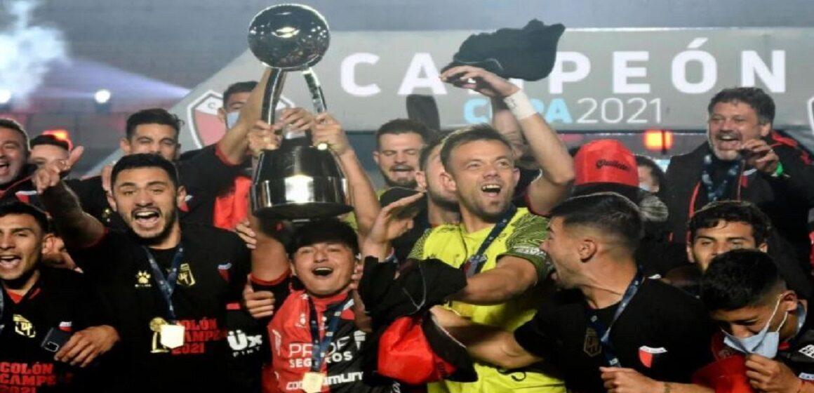 Colón de Santa Fe consiguió su primer gran título en 116 años de historia tras golear a Racing