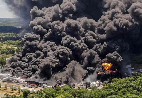 Estados Unidos: incendio en planta industrial obliga evacuación en Rockton, Illinois