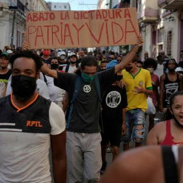 Régimen cubano confirma la muerte de un civil durante las protestas