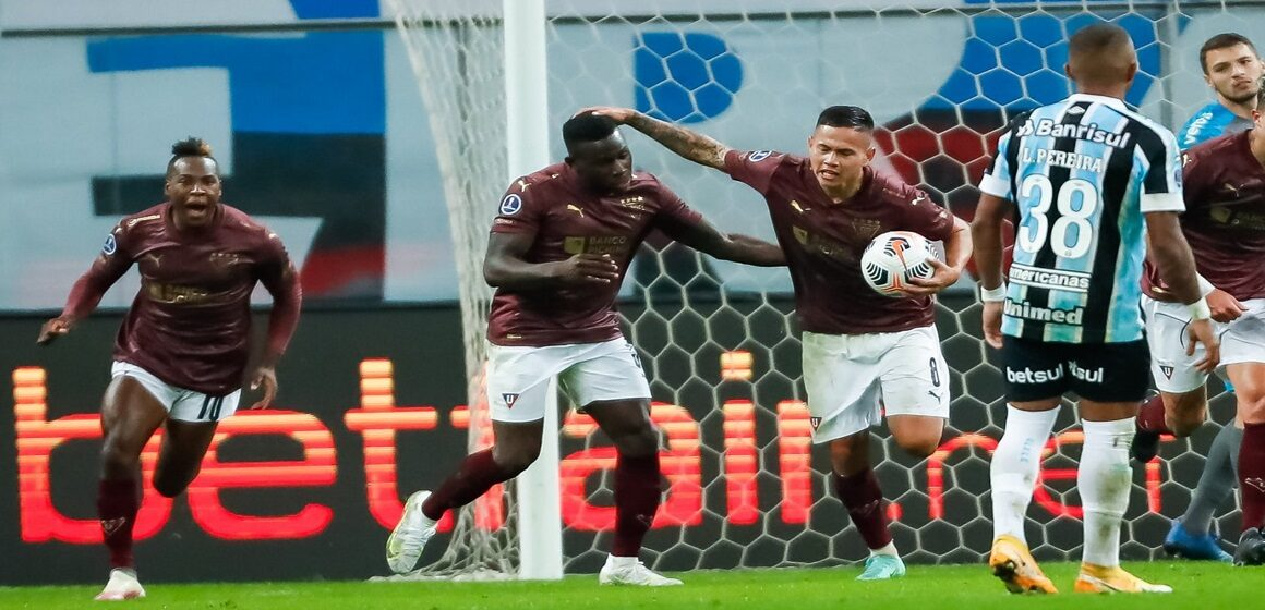 Liga de Quito remontó y eliminó a Gremio en Porto Alegre tras vencer por 1-2