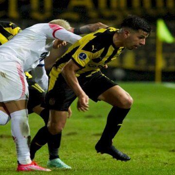 Peñarol eliminó a Nacional y será rival de Sporting Cristal en cuartos de final