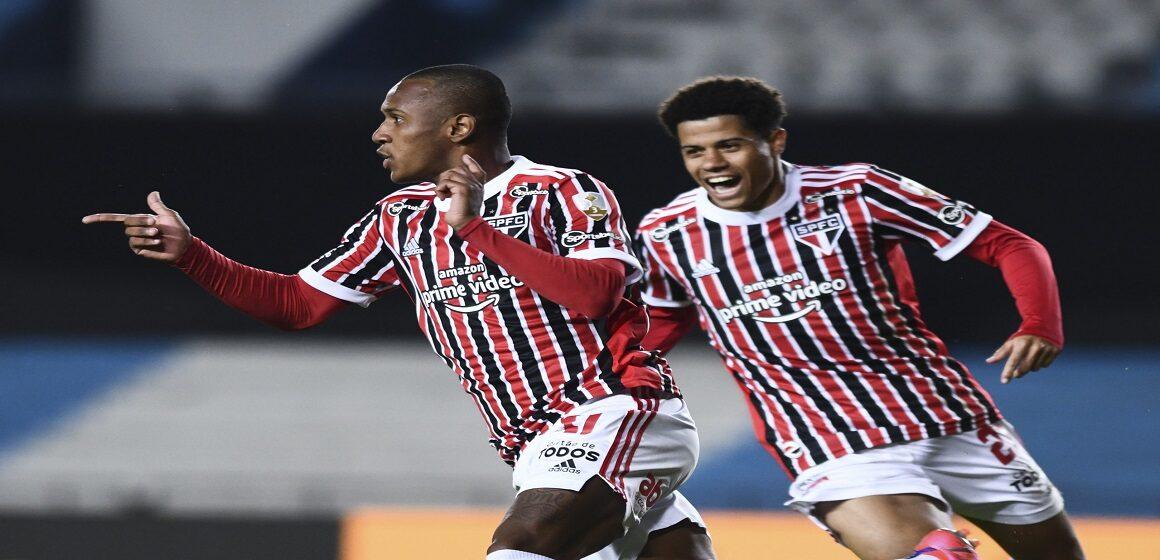 Sao Paulo sorprendió en Avellaneda y clasificó tras eliminar a Racing por 1-3