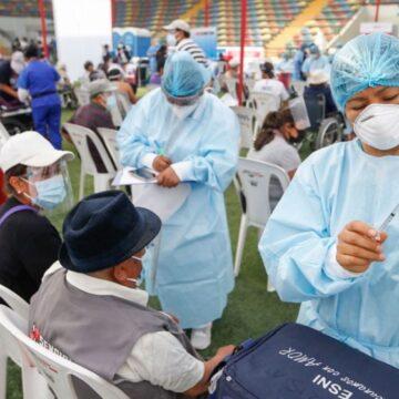 Gobierno transfiere recursos para contratar médicos, licenciados y técnicos en enfermería para vacunación contra la COVID-19