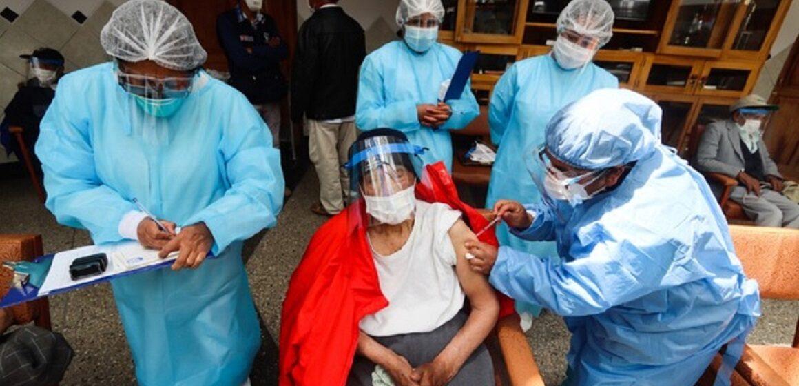 Gerente regional de Salud del Cusco Juan  Spelucin pide a ministro de salud seguir proceso de vacunación