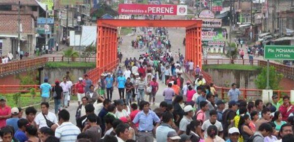 Pobladores del distrito de Río Tambo bloquean la carretera marginal en Junín