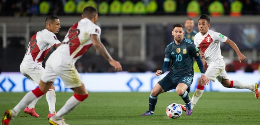 Perú se aleja de la clasificación tras la derrota contra Argentina