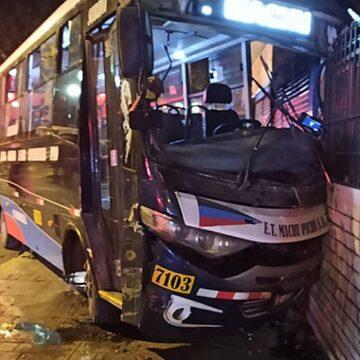 Suspende habilitación del ómnibus de la empresa Machu Pichu S.A. que chocó contra un inmueble en Chorrillos