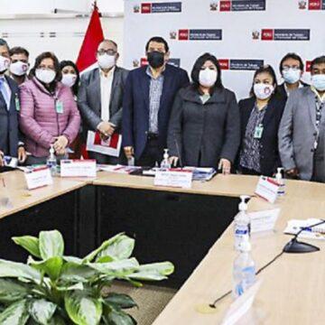 Ministra Betssy Chavez viene sosteniendo encuentros con los representantes de diversas centrales sindicales
