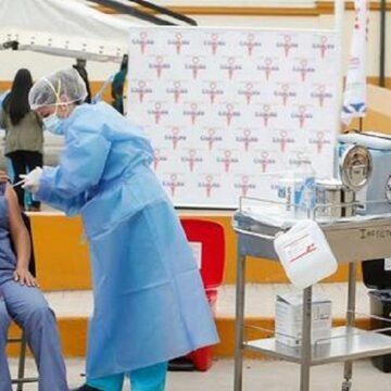 MINSA inicia aplicación de dosis de refuerzo a personal medico que lucha contra COVID-19